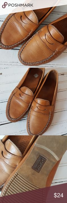 Vintage Penny Loafers Dexter loafers. A little wear but great vintage condition. Size is worn off but they fit like a 7. dexter Shoes Flats & Loafers