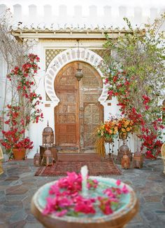 A beautiful Palm Springs wedding infused with Moroccan and mediterranean style, shot by Aaron Delesie in the Summer issue of Reverie Maga. Design Marocain, Style Marocain, Moroccan Design, Moroccan Style, Moroccan Garden, Moroccan Theme, Morrocan Decor, Moroccan Blue, Moroccan Lanterns