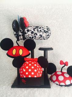 Mouse Ear Display and Hat holder by DisplayYourMouseEars on Etsy Disney Theme, Disney Diy, Disney Crafts, Disney Style, Disney Cruise, Disney Christmas Decorations, Disney Home Decor, Disney Mickey Ears, Mickey Mouse