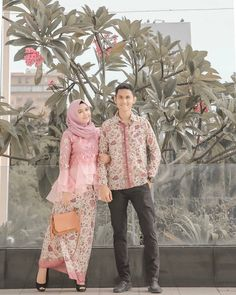 Who is not familiar with batik outfit? This outfit is a cultural and characteristic symbol in Asia especially in Indonesia. At first appearance batik was only Kebaya Hijab, Batik Kebaya, Kebaya Dress, Kebaya Muslim, Batik Dress, Hijab Dress, Batik Couple, Model Kebaya, Elegant Couple