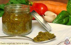 Facile e veloce da preparare, il dado vegetale fatto in casa è perfetto per insaporire i vostri piatti, dando alle pietanze quel tocco in più! ;)