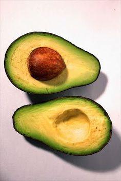 Авокадо — очень вкусный и питательный фрукт, полезный для нашего здоровья.При этом, мы привыкли использовать только мякоть, избавляясь от косточки в сердцевине плода. Не стоит поспешно с ней расставаться —косточка авокадо может быть эффективным натуральным средством в решении проблем с кожей, лечении боли в мышцах и суставах. Почему стоит оставить косточку?Около 70% всех аминокислот заключены […]
