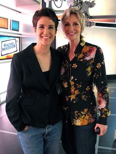 Rachel Maddow and Jane Lynch pose for a candid Glee, Lgbt Celebrities, Jane Lynch, Rachel Maddow, Lgbt Rights, Badass Women, Amazing Women, Amazing People, Pretty People
