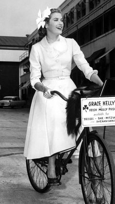 Grace Kelly bicycles to the soundstage of her latest Paramount picture, 1954 #InStyle