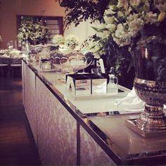 """""""A decoração de @miltonmartinelli para o casamento dos noivos Lorna e Henrique estava uma elegância à parte, e o nosso novo bar não podia ficar fora do contexto! #conceptbar #bar #drinks #weddingbar #casamentolornaehenrique #casamento #ocharmedafesta"""" Photo taken by @concept_bar on Instagram, pinned via the InstaPin iOS App! http://www.instapinapp.com (09/21/2013)"""