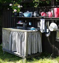 Kitchen unit in garden - Utekök runt knuten - Skonahem Kid Spaces, Living Spaces, Summer Kitchen, Mini Kitchen, Kitchen Units, Outdoor Furniture, Outdoor Decor, Outdoor Living, Indoor