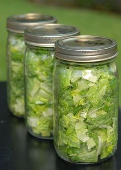 """According to """"kristen"""".""""IT WORKS! [Her] lettuce stays fresh for ever.and when [she] sees it in her fridge. it makes [her] want to eat it!"""" You're only as healthy as the contents of your fridge! Salad In A Jar, Soup And Salad, Think Food, Food For Thought, Cooking Tips, Cooking Recipes, Healthy Recipes, Jar Recipes, Salad Recipes"""