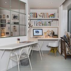 Smart office space by creating a new bedroom via Westwing Magazine article on ZoeDeLasCases Home Desk, Home Office, Smart Office, Decor Interior Design, Interior Decorating, Turbulence Deco, Inside Home, Piece A Vivre, Loft Style