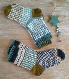 Носочки-носки для тепла и от тоски. 🌲 #носки #вязаные_носки #жаккардлвоевязание #жаккард #fairislesocks #fairisle #fairisleknitting… Slipper Socks, Slippers, Craft Projects, Projects To Try, Fair Isles, Chrochet, Knitting Socks, Yin Yang, Mittens