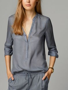 The latest fashion trends in the Massimo Dutti Fall/Winter Collection 2017 online. Discover exclusive clothes, shoes and accessories for women and men. Blouses For Women, T Shirts For Women, Work Fashion, Minimalist Fashion, Her Style, Latest Fashion Trends, Stylish Outfits, Printed Shirts, Shirt Blouses