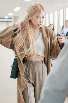 Blackpink Fashion, Asian Fashion, Fashion Outfits, School Make Up, Wallpaper Rose, Kpop Mode, Black Pink Kpop, Blackpink Photos, Kpop Outfits