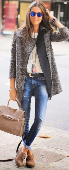 love this whole look! // Grey Tweed Jacket by BCN Fashionista + white tee + destroyed denim + black leather belt + long chain necklaces + classic bracelets + funky sunnies Looks Street Style, Looks Style, Casual Looks, Mode Outfits, Casual Outfits, Fashion Outfits, Fashion Clothes, Casual Wear, Look Fashion