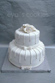 Nişan pastası M.nin hoşuna gitti...