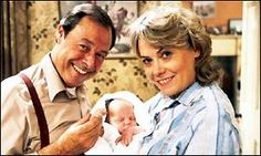 EastEnders Arthur and Pauline Fowler, with baby Martin, 1985 Are You Being Served, Soap Stars, Old Shows, Vintage Tv, Iconic Characters, The Duff, Bbc News, Soaps