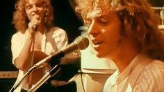 """27-Year-Old Peter Frampton Performs """"Show Me The Way"""" In '77, And He's Never Been Dreamier"""