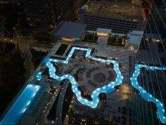 This rooftop lazy river is shaped like the great state of Texas and it overlooks downtown Houston. It's a Texas-sized tribute to the Lone Star State at the M. Viaje A Texas, Houston Hotels, Houston Tx, Visit Houston, Visit Texas, Hotel Pool, Texas Travel, Galveston, Cool Pools