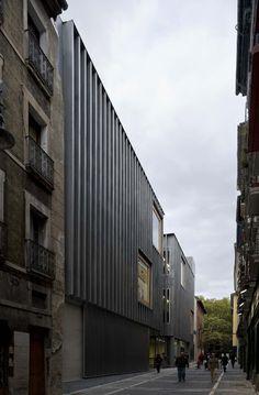 HIC Arquitectura » J.M. Otxotorena, M. González Presencio, L. Tena | Centro Hidrotermal en Pamplona