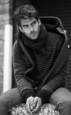 Le superbe mannequin brésilien Jon Kortajarena