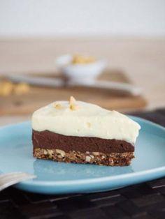 Schoko-Erdnuss-Torte: http://kochen.gofeminin.de/rezepte/rezept_schoko-erdnuss-torte-mit-vanillecreme_315830.aspx #schokolade #torte