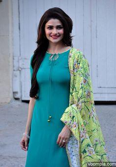 Prachi Desai's beautiful traditional look in a salwar kameez, printed lime green dupatta and long open hair. via Voompla.com
