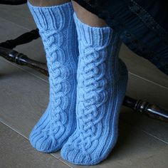 New knitting patterns free socks knee highs libraries Ideas Loom Knitting, Knitting Stitches, Knitting Patterns Free, Knit Patterns, Free Knitting, Knitting Socks, Baby Knitting, Free Pattern, Knitted Slippers