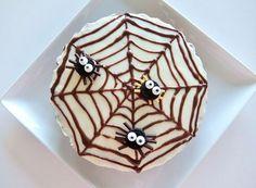 ハロウィン キャロットケーキ Halloween carrot cake 蜘蛛の巣 コストコ チョコレート チーズ