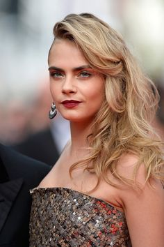 Le one-shoulder de Cara Delevingne