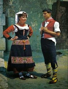 FolkCostume&Embroidery: Overview of the Folk Costumes of Europe, Lazio, Italy Tribal Costume, Folk Costume, Girl Costumes, Dance Costumes, Italian Outfits, Italian Fashion, Traditional Fashion, Traditional Dresses, Miss Universe Costumes