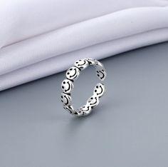 #aestheticrings #smilering #coolrrings #aestheticjewelry Cute Jewelry, Jewelry Rings, Silver Jewelry, Jewelry Accessories, Girls Jewelry, Jewellery, Cute Rings, Pretty Rings, Minimalist Theme