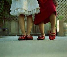 كي تسعد قلب ، لا تحتاج لكلمات جميلة بقدر ما تحتاج للصدق فيها ..