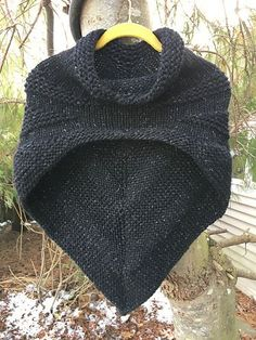 Ravelry: wrenknits' Little Black Outlier Big Love KAL here. Using smaller needles (Size I don't mind scaling this down in size a little (my time knitting this!) and also am hoping to maximize my 3 skeins in this yarn and ho. Easy Knitting, Knitting Needles, Knitting Patterns Free, Knit Patterns, Outlander Knitting Patterns, Knitting Ideas, Capelet Knitting Pattern, Beginner Knitting Projects, Loom Knitting