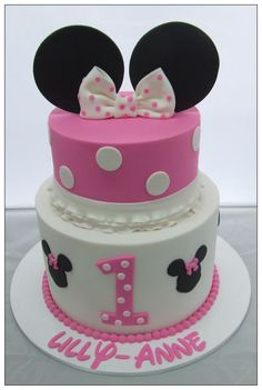 White chocolate mud cake, for this Minnie mouse cake!
