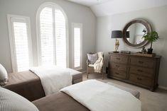 Guestroom dresser and mirror | Interior designer: Carla Aston / Photographer: Tori Aston