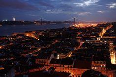 Zo boek je een overnachting in Lissabon - via @saudadespt 12.08.2015   Wil je een weekendje naar Lissabon, maar heb je geen idee waar je moet beginnen met zoeken naar een plek om te slapen? Dat snap ik. Lissabon heeft namelijk duizenden bedden om uit te kiezen in allerlei soorten accommodaties. Gelukkig kunnen wij je een handje helpen in de goede richting. Boeken moet je nog steeds zelf doen, maar met deze tips kun je vast makkelijker kiezen. #lisboa #portugal #reizen #tips