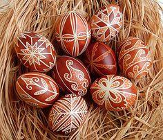 Chicken eggs painted with vegetable dye. Made in Hungary. Easter Egg Pattern, Easter Egg Dye, Easter Egg Designs, Craft Images, Ukrainian Easter Eggs, Diy Ostern, Egg Art, Easter Holidays, Egg Decorating