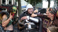 Oog in oog met een slangenman - coevordenhuisaanhuis.nl - Nieuws - Coevorden