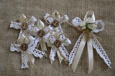 vintage svadobné pierka, Wedding Pins, Diy Wedding, Rustic Wedding, Wedding Day, Jute Crafts, Ribbon Crafts, Ribbon Bows, Wedding Centerpieces, Wedding Bouquets
