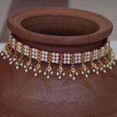 Hand made chinchpeti gadi thushi with kasturi latkan. in 2020 Fancy Jewellery, Gold Jewellery Design, Pearl Necklace Designs, Pearl Jewelry, Gold Necklace, Gold Jewelry Simple, Simple Necklace, Making Ideas, Decoration