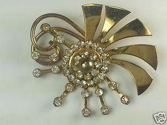 Starburst flower gold tone clear stones vintage pin brooch