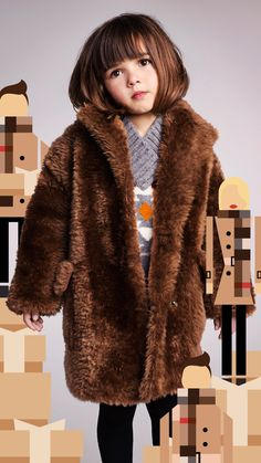 Burberry coat too die for. and the little girl is pretty dang cute too! Toddler Fashion, Kids Fashion, Kids Girls, Little Girls, Little Girl Haircuts, Designer Childrenswear, Kids Coats, Shearling Coat, Stylish Kids