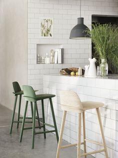 Nerd Counter Stool Tabouret de bar H 75 cm Muuto Chaise Haute Bar, Chaise Bar, Kitchen Interior, New Kitchen, Kitchen Decor, Kitchen Ideas, Kitchen Stools, Kitchen Designs, Kitchen White