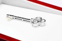 Złoty wisiorek kluczyk z diamentem - Biżuteria srebrna dla każdego tania w sklepie internetowym Silvea