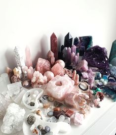 Crystal Room Decor, Crystal Bedroom, Crystal Aesthetic, Pink Aesthetic, Displaying Crystals, Crystal Altar, Tribal Decor, Aesthetic Room Decor, Crystal Shop