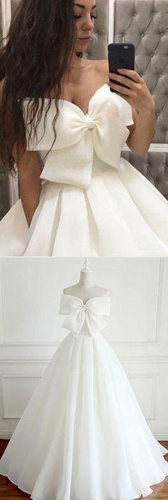 White Chiffon Long Evening/Wedding#fashionweddingdress#charmingweddingdress#stylisheveningdress #formaldress2018#promdresses#longpromdress#promgowns #promdress