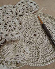 Study In Circles Crochet Motif Table Runner Pattern Crochet Shawl Free, Crochet Mandala Pattern, Crochet Diagram, Crochet Round, Doily Patterns, Crochet Patterns, Crochet Table Runner, Table Runner Pattern, Crochet Tablecloth
