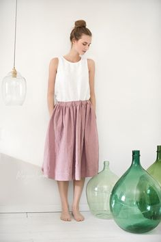 Discover style and comfort in our midi linen skirt Denia. Knee-length linen skirt with adjustable waist. Various colors and sizes. Linen Skirt, Ruffle Skirt, Linen Dresses, Linen Pants, Midi Skirt, Home Design, Elastic Waist Skirt, Skirts With Pockets, Models