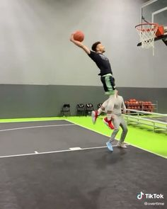Basketball Videos, Basketball Anime, Basketball Workouts, Basketball Funny, Basketball Pictures, Love And Basketball, Sport Motivation, Football Tricks, Nba Video