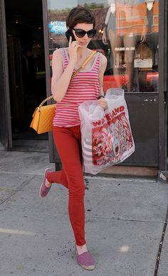 Anne Hathaway, con calzado cómodo.