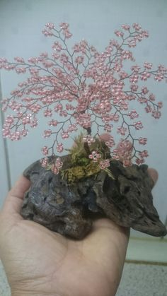 Tree Of Life Art, Tree Art, Wire Crafts, Bead Crafts, Copper Wire Art, Bonsai Wire, Beaded Flowers Patterns, Chinese Crafts, Crystal Tree