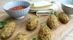 Siobhan Berry of www.ie shares a delicious recipe that can be enjoyed by the whole family. Try out these delicious baked falafels with your little ones today. Vegan Gluten Free, Vegan Vegetarian, Tray Bakes, Finger Foods, Food Processor Recipes, Berries, Lunch Box, Falafels, Cooking Recipes
